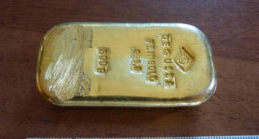 Alemania: Joven encuentra un lingote de oro en un lago y lo devuelve