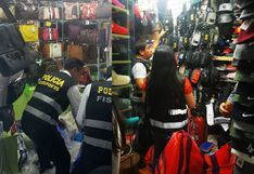 PNP interviene stands de Polvos Azules por vender productos 'bamba'