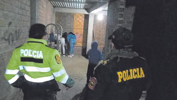 Menores de edad fueron hallados en local e intentaron escapar al notar la presencia policial.