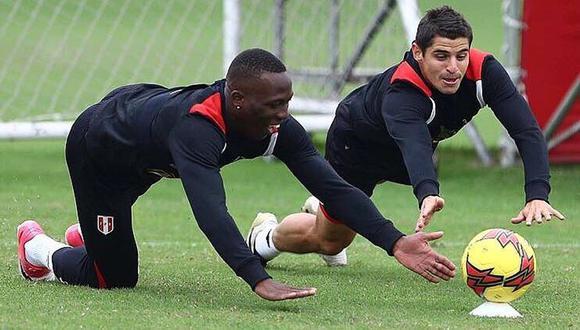 Luis Advíncula y Aldo Corzo tienen una sana competencia por el puesto de lateral derecho en la selección peruana.