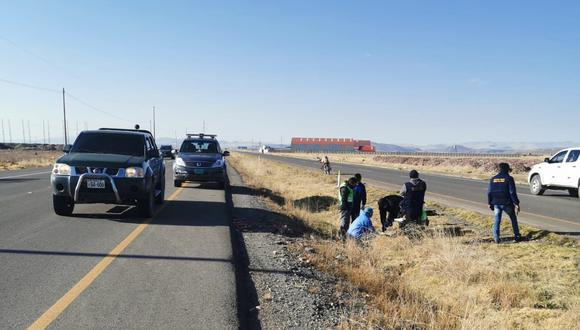 Hasta el lugar llegaron los policías y el fiscal de turno de Juliaca, quienes realizaron las diligencias. (Foto: Feliciano Gutiérrez)