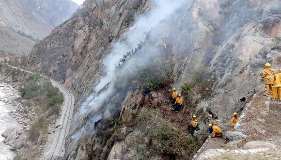 Cusco: Brigadistas luchan por sofocar cuatro incendios forestales.