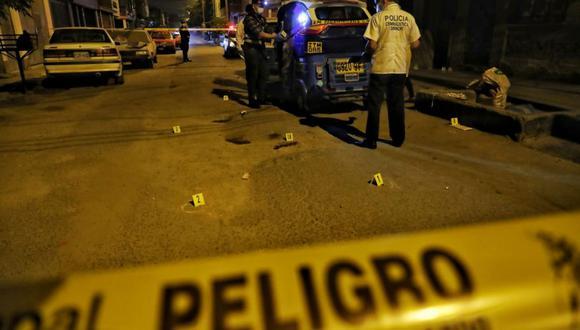 La Policía encontró 14 casquillos de bala en la escena del triple crimen en Comas. (Foto: Giancarlo Ávila/@photo.gec)