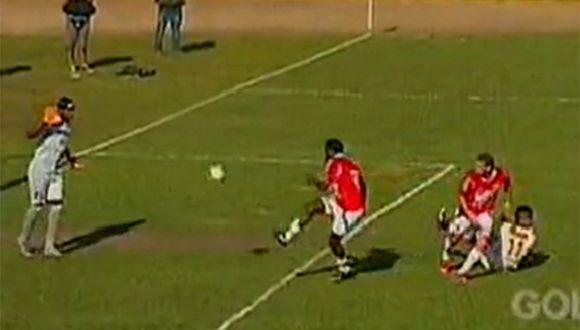 Increíble 'blooper' de Unión Comercio terminó en gol de Universitario de Deportes