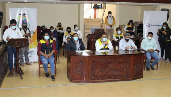 Autoridades de Moquegua y representantes de AAQ brindaron conferencia este lunes 19. (Foto: Wilbert Martínez)