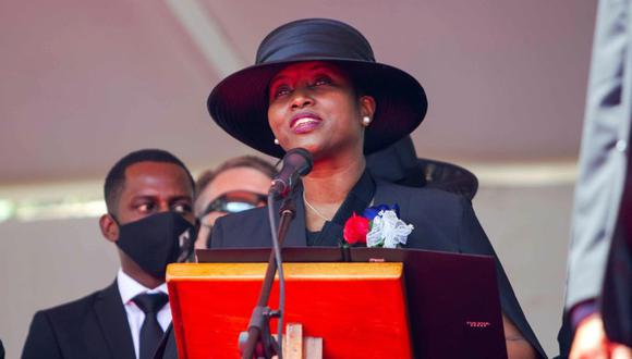 La primera dama de Haití, Martine Moise, habla en el funeral de su esposo, el presidente Jovenel Moise, hoy, en Cap-Haitien (Haití). (EFE/ Jean Marc Herve Abelard).