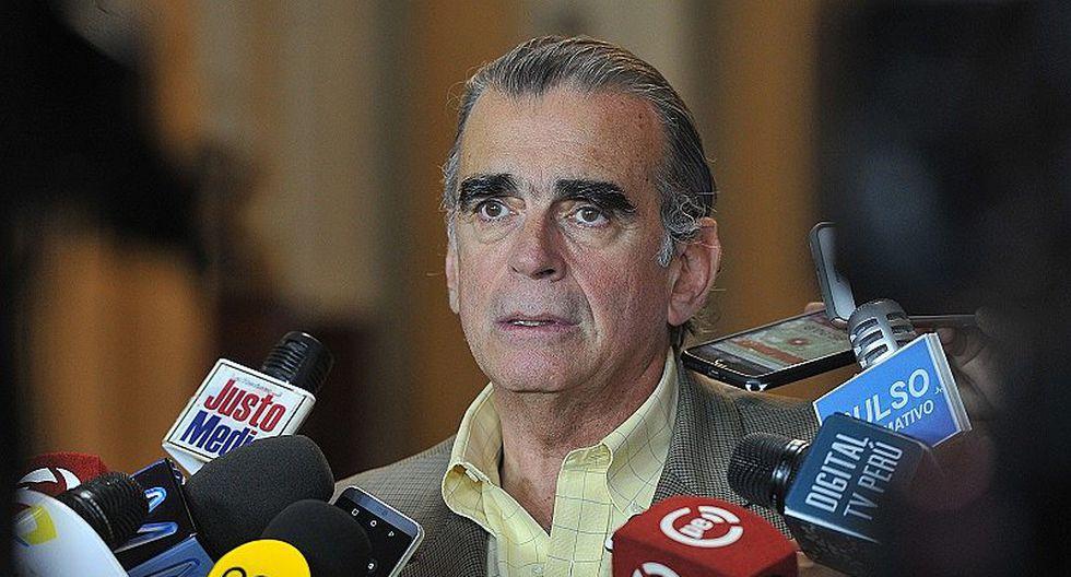 Pedro Olaechea se disculpa tras decir que las mujeres solo se relajan en la peluquería (FOTO)