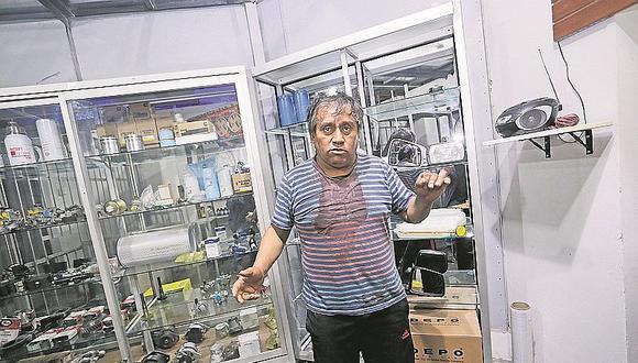 Venezolanos son acusados de golpear y robar a dueño de taller mecánico de autos