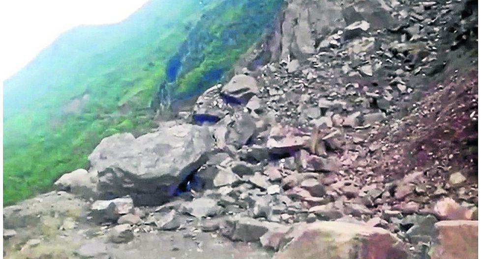 Deslizamiento de tierra bloquea la carretera que une Acobamba con Pariahuanca