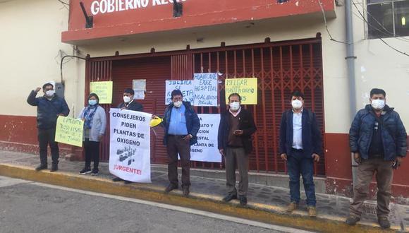 Consejeros buscan diálogo con el gobernador de Puno