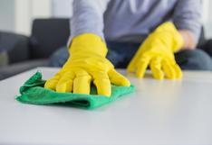 Desinfectar constantemente superficies no te protegería contra el COVID-19