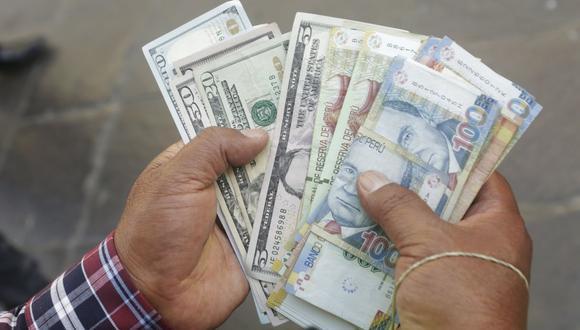 En el mercado paralelo o casas de cambio de Lima, el tipo de cambio se cotiza a S/ 3.720 la compra y S/ 3.750 la venta. (Foto: GEC)