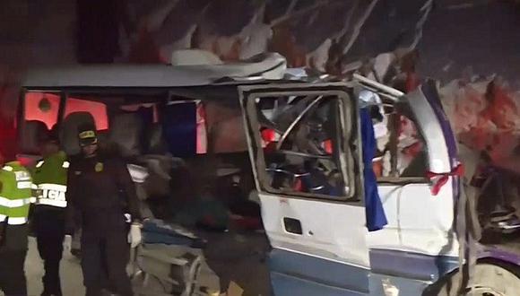 Canta: 19 muertos dejó choque de cúster contra cerro (VIDEO)