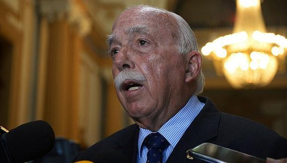 Carlos Tubino no descarta apoyar mesa multipartidaria liderada por otra bancada