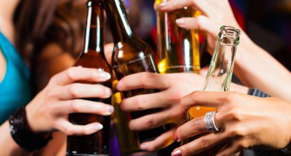 Consumo de alcohol se duplica en hombres y triplica en mujeres