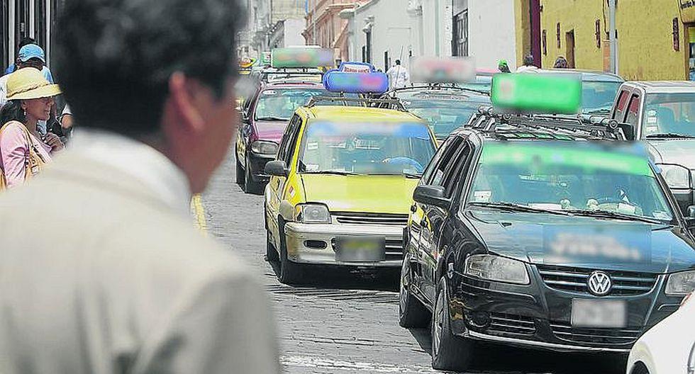 Carpintero pierde ahorros luego de abordar falso taxi