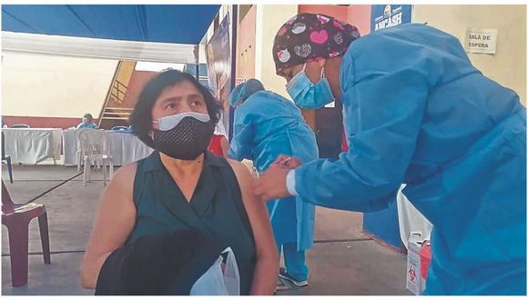 Hoy se reinicia la vacunación para culminar con grupo etario de 49-59 años en  nueve locales de Chimbote, Coishco y Santa.
