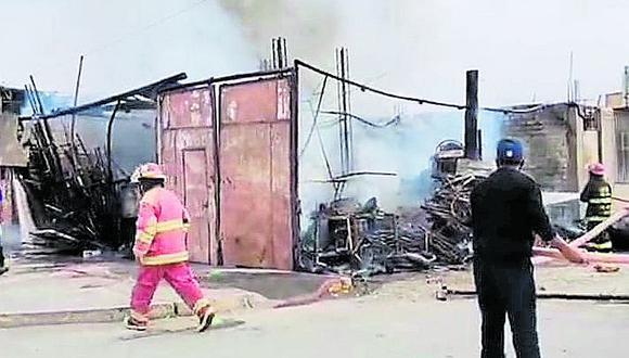Incendio destruye cuatro viviendas en Camaná