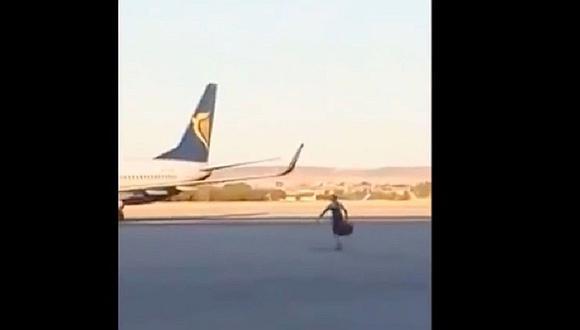 España: Pasajero persigue a su avión en la pista de aterrizaje (VIDEO)