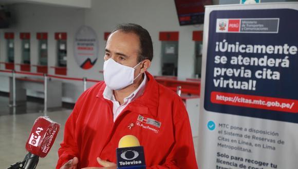 El ministro de Transportes y Comunicaciones, Carlos Estremadoyro, supervisó la atención en el Centro de Emisión de Licencias de Conducir del Cercado de Lima. (Foto: MTC)