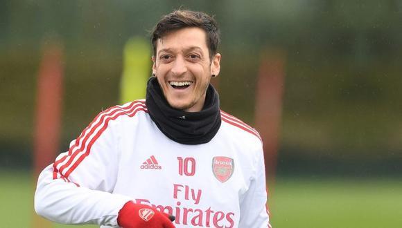 Mesut Özil no jugará la Premier League con Arsenal.