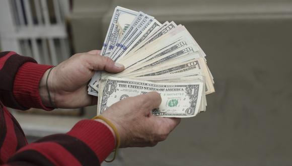 El dólar sigue por encima de los S/ 4.00 en la plaza cambiaria local. (Foto: GEC)