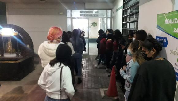 Decenas de jóvenes fueron trasladados a la comisarías de la región por violar la ley. (Foto: Difusión)