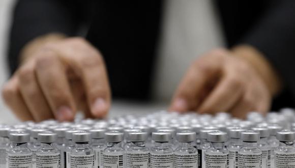 El precio de una dosis del preparado de Pfizer pasó de los 15,50 euros actuales a 19,50 euros, según partes del contrato a las que ha tenido acceso el Financial Times. (AHMAD GHARABLI / AFP)