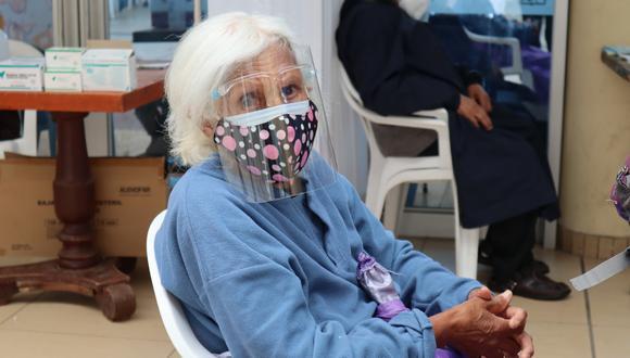 Junín: 2340 adultos mayores recibieron la primera dosis de la vacuna Pfizer (Foto: Diresa Junín)