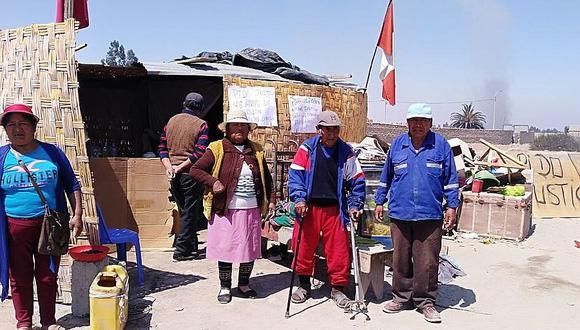 Ancianos viven en la calle luego de ser desalojados en Pocollay