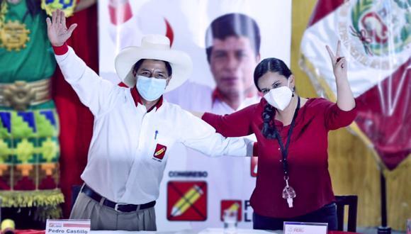 Pedro Castillo suscribió un compromiso con Juntos por el Perú y Nuevo Perú, acompañado por Verónika Mendoza. (Foto: GEC)