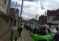 """""""Vamos a resistir"""": La frase de aliento que los policías dedican a población en cuarentena (VIDEO)"""