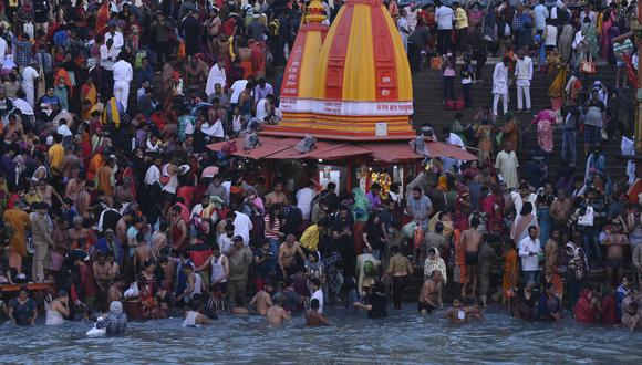 Devotos hindúes participan del Kumbh Mela en Haridwar. (Foto: Prakash SINGH / AFP)