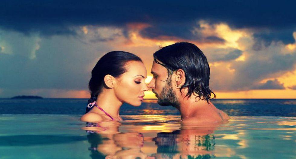 Estos son los riesgos de tener relaciones sexuales bajo el agua