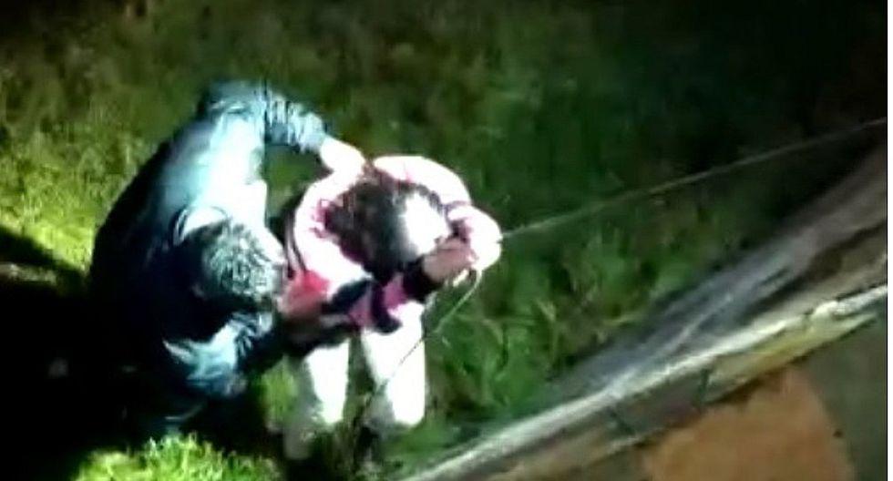 Salvan a pareja de enamorados que cae a río Ichu
