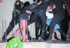 Fiesteros se resisten a intervención y agreden a policías en Selva Central (VIDEO)