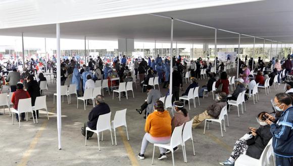 El Ministerio de Salud desarrolla un proceso de vacunación a grupos etarios y a personas con comorbilidades. (Foto: Minsa)
