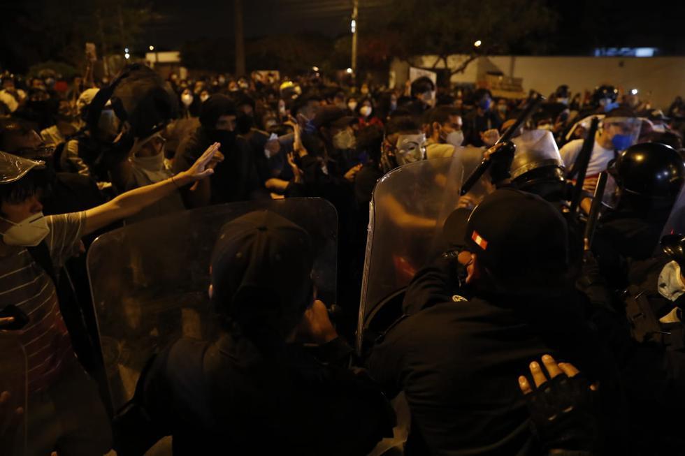 Durante una transmisión en vivo, se reportó un enfrentamiento entre los agentes de la Policía Nacional del Perú (PNP) y los jóvenes, quienes intentaban avanzar con la marcha. (Foto: Hugo Pérez / GEC)