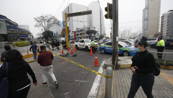 Joven perdió la vida tras ser atropellado por un bus de transporte público, en Miraflores. (Foto: Diana Marcelo/ @photo.gec)