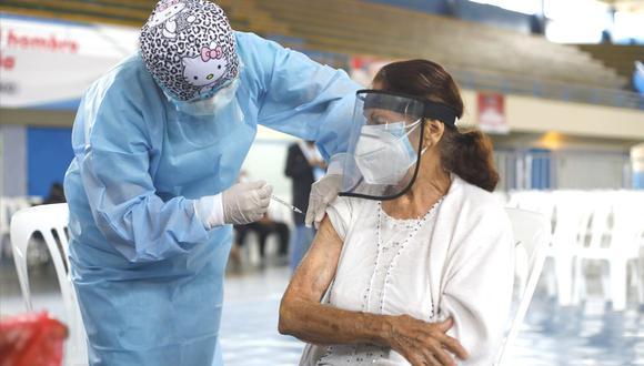 Jornada de vacunación contra el COVID-19 busca inmunizar a personas mayores de 50 años. (Foto: GEC)