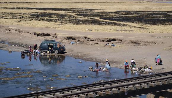 El río se ha convertido en un botadero de basura, por lo que se puede apreciar todo tipo de desperdicios en sus riberas.
