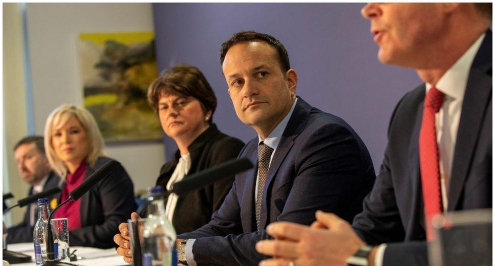 Primer ministro irlandés ofrece su ayuda como médico para luchar contra el COVID-19. (Foto: AFP)
