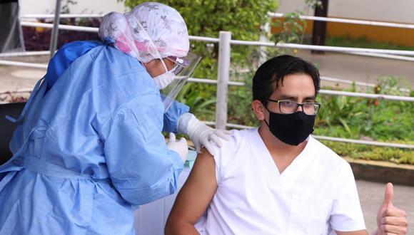 Respecto a las vacunas aseguradas mediante contratos suscritos, precisó que se lograron un millón con Sinopharm, 20 millones 1.000 dosis con Pfizer, y 14 millones 40.000 dosis con AstraZeneca.