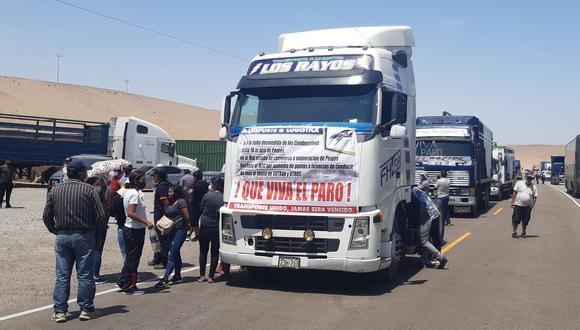 Camioneros reclaman que reducción del precio del combustible debió favorecer a toda la población.