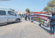 Vecinos bloquean pista para exigir rehabilitación de vías en Talara
