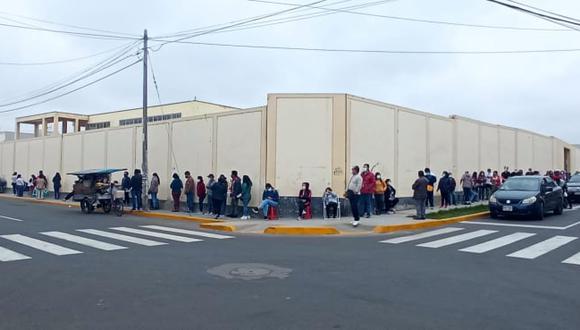Por acelerar plan en Colegio San Juan se inmunizó a docentes, personas con enfermedades raras y mayores de 50 años. Sin embargo, en distritos no se reportaron inconvenientes. De momento ya se aplicaron 541,898 dosis.