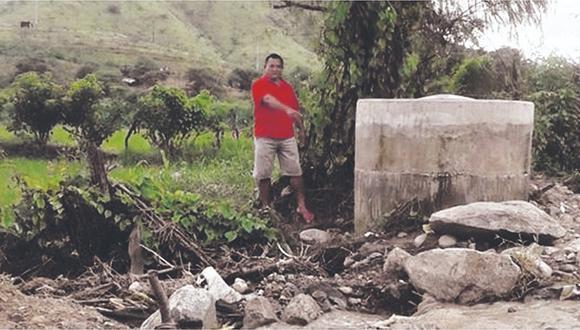 Emisor lleva más de un año destruido y exigen que comuna lo repare