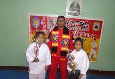 Maestro de karate de 51 años lucha contra el COVID-19 en Huancavelica