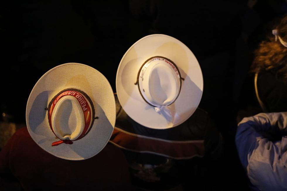 Seguidores de candidato Pedro Castillo, lucen sombreros. (Foto: César Bueno / @photo.gec)
