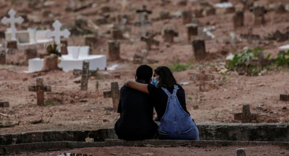 Latinoamérica ha registrado en la pandemia unos 30 millones de casos de COVID-19 y más de 900.000 muertes por la enfermedad, con Brasil como el país de la región más afectado, con 14 millones de contagios y casi 400.000 fallecidos. (EFE/Antonio Lacerda/Archivo).